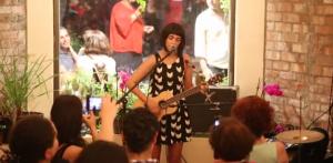 Маржан Фарсад (Marjan Farsad) на концерте в г.Монреаль (Канада)